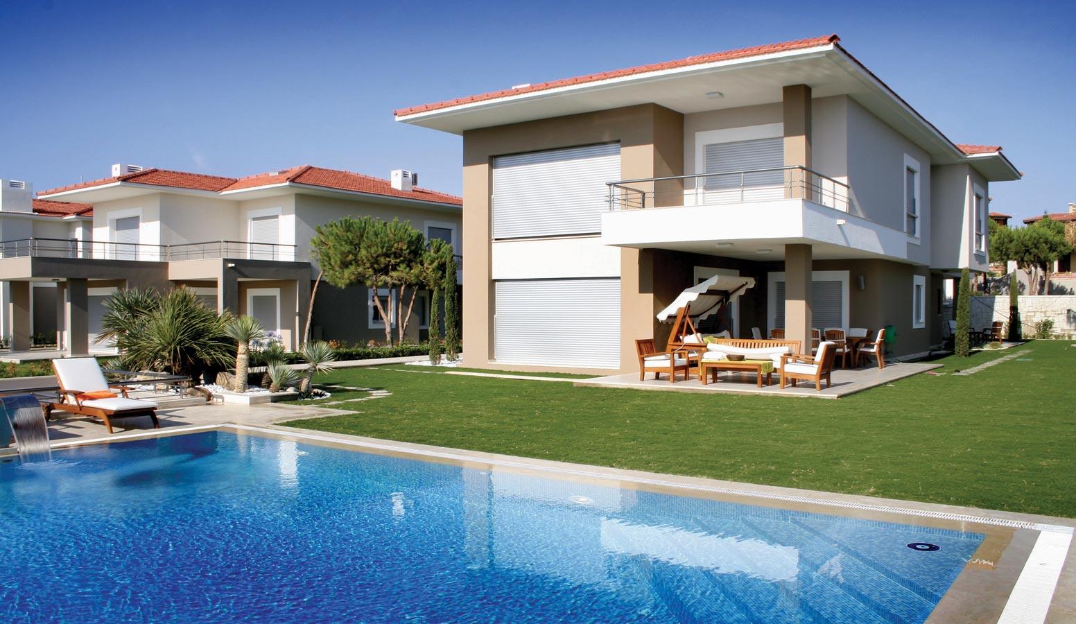 On İki Evler havuz